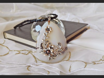 Victorian White Agate Necklace
