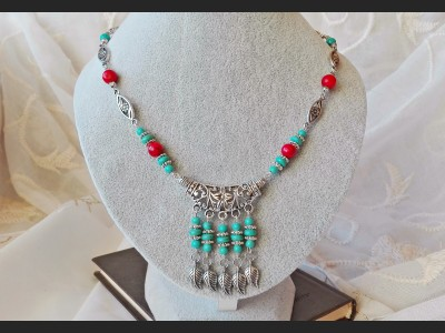 Turquoise and Howlite Beaded Necklace