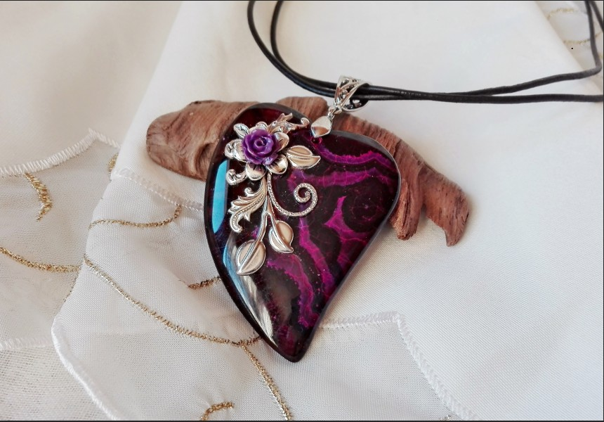 Victorian Agate Heart Flower Necklace