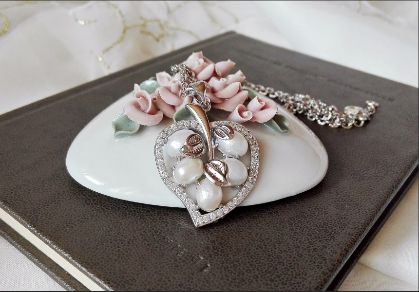 Vintage Style Pearl Leaf Necklace