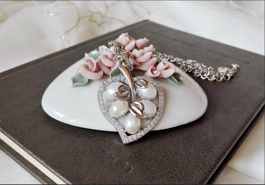 Vintage Style Pearl Leaf Necklace