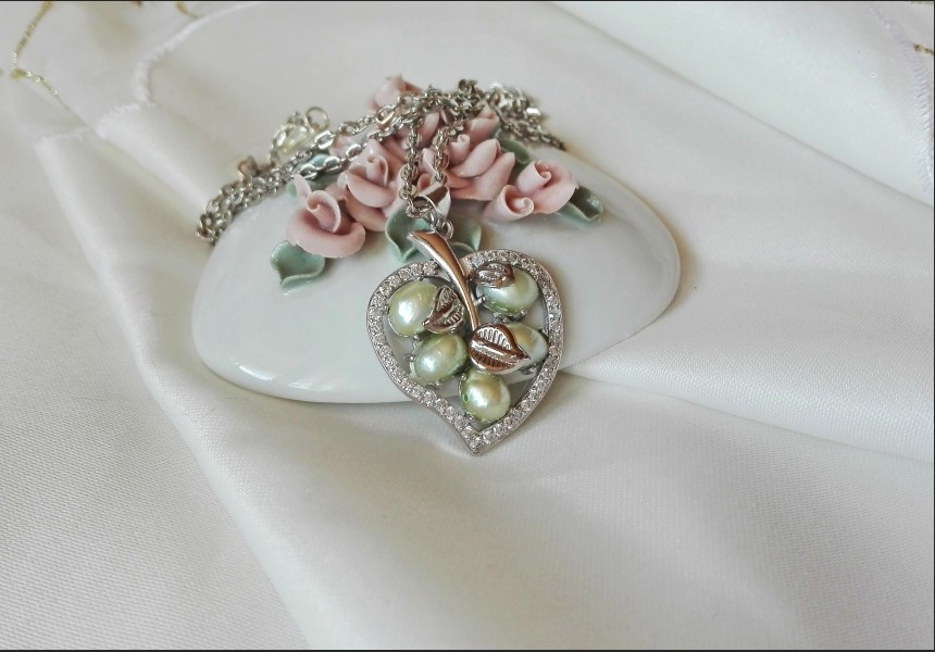 Vintage Style Pearl and Zirconia Leaf Necklace