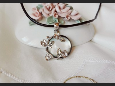Grey Shell Romantic Necklace
