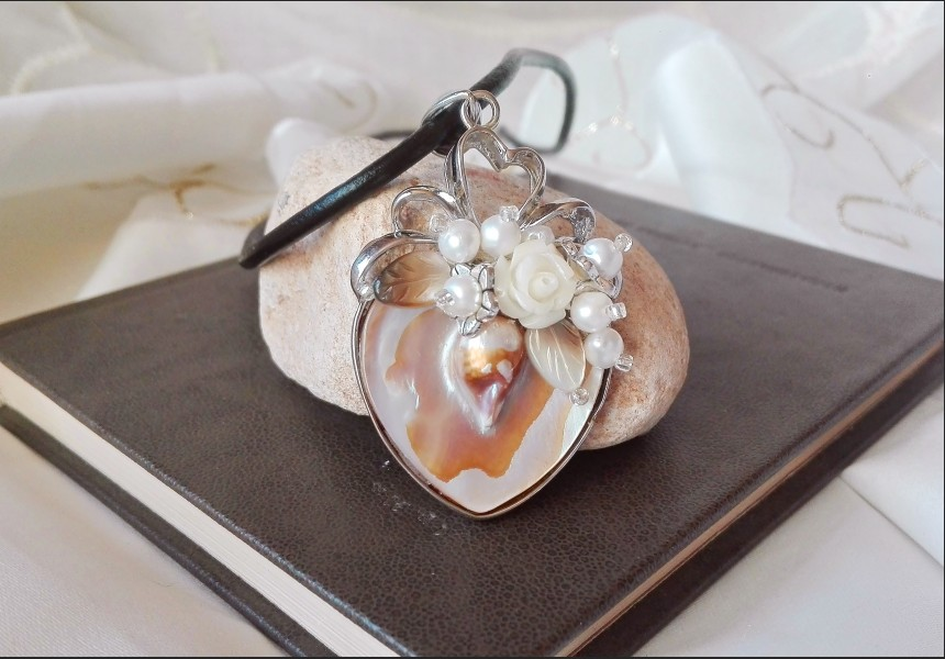 Mother of Pearl Beige Shell Heart Necklace