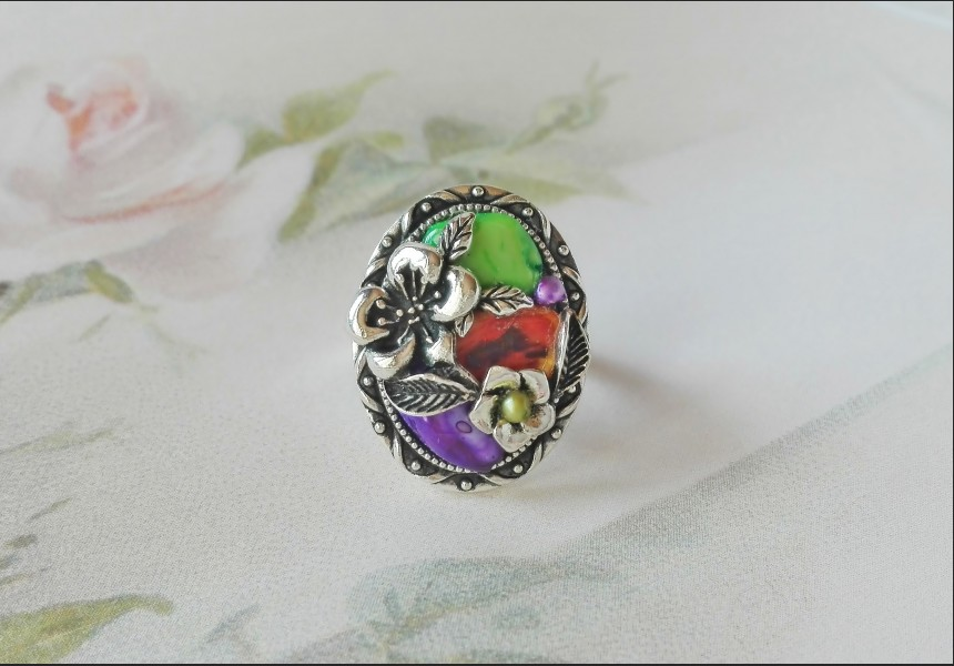 Rainbow Shell Vintage Victorian Ring